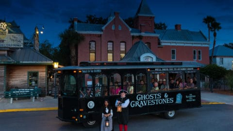 ghost & gravestones tour